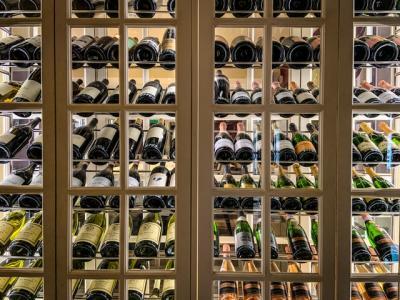 Derfor skal du vælge et vinkøleskab med 2 kølezoner