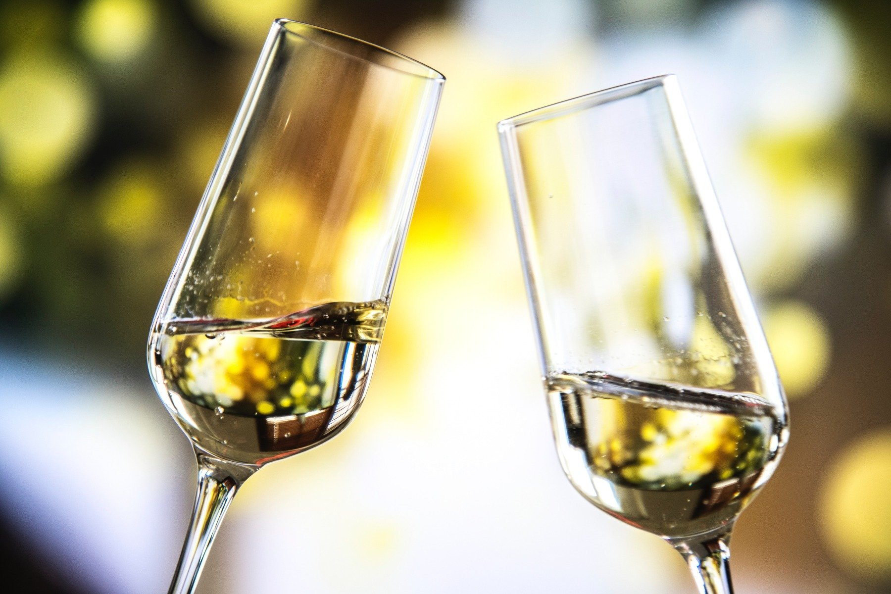 to champagneglas med indhold