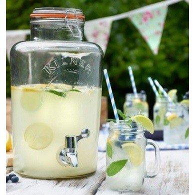 en flot kilner dispenser med lemonade